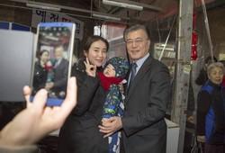 実は「20代女子」に支持されている文在寅大統領 男性からは恨み節…韓国社会を分断した政策とは?