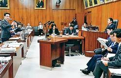 (写真)質問する藤野保史議員=21日、衆院法務委