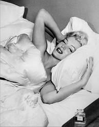 シャネル N°5の最新キャンペーンに、20世紀最もセクシーな女性と言われたMarilyn Monroe (マリリン モンロー) が未発表音源とともに登場 #ChanelN5