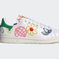 アディダス オリジナルスのスニーカー「スタンスミス」地球やフラワーモチーフのカラフル刺繍など