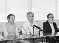 (写真)甲府地検から不起訴処分についての説明を受けて会見する(左から)松本邦夫さん、石川信一さん、上田聡さんら事故の遺族=4月、甲府市内