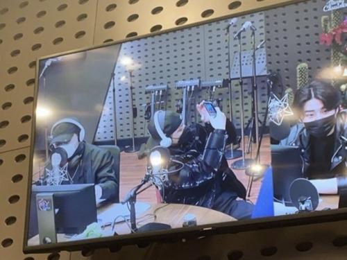 """韓国のラッパーがラジオの生放送で見せた""""不誠実対応""""「やりたくない」「歌詞を忘れた」"""