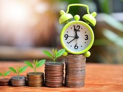 貯金が少なく老後の生活費が足りなくなる、老後破産を心配している人も多いのではないでしょうか。定年退職までにあと何年ありますか? 今からでも遅くはありません。