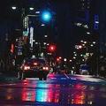 東京の街中の雨の夜
