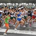 箱根駅伝出場を目指し、予選会で走る各校の選手たち=17日午前9時35分、東京都立川市(代表撮影)