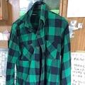 ツイッターに「本年1番着にくくなった20年くらい着てるネルシャツです」と投稿された写真。3.5万いいねを集め、さらに注目の的に…(Opsaporさん提供)