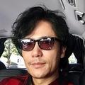稲垣吾郎が赤と黒のチェックシャツ姿を自撮り投稿「僕としては珍しい」
