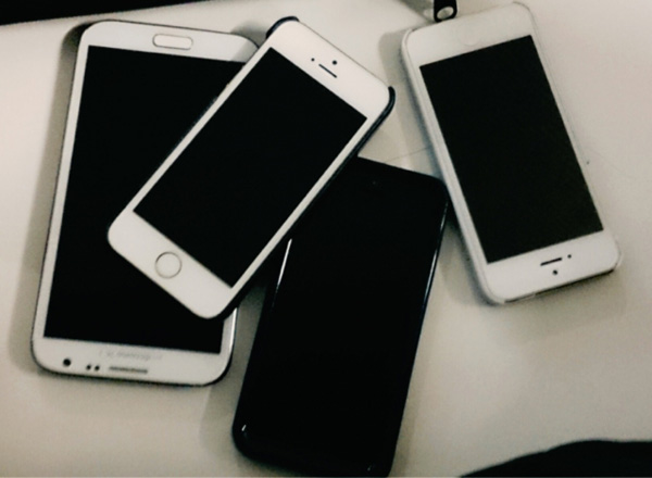 [画像] 中高生のスマホ「iPhoneなら型落ちでも上機嫌」なのはなぜか