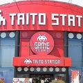 タイトーステーション博多パピヨンプラザ店(Ow00woさん撮影、Wikimedia Commonsより)