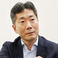 インタビューに答える新生銀行の工藤英之社長=10日、東京都中央区