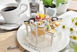 「Peanuts LIFE&TIMESオリジナルミニチュアテーブル&椅子2脚セット」(2万7000円)