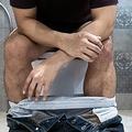 「排せつ」稀な症例が報告される 2年間にわたる男性の苦悩