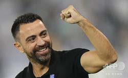 サッカーAFCチャンピオンズリーグ、準決勝第1戦、アル・サード対アル・ヒラル。チームの得点を喜ぶアル・サードのシャビ・エルナンデス監督(2019年10月1日撮影)。(c)Karim JAAFAR / AFP