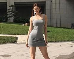 「奇跡のDカップ女神ボディ」と絶賛される美女モデル、完璧な8頭身美スタイルで話題に!