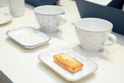 お茶とお菓子で一息つく大切な時間を演出する有田焼の新ブランドはこれまでのイメージを一新している