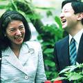 雅子さまの御髪に蝶がとまり、皇太子さまも満面の笑みがこぼれた(1998年8月、石川県ふれあい昆虫館で)