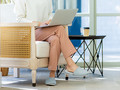 足を組むことが腰痛と関係?デスクワークで気を付けたい「正しい姿勢」
