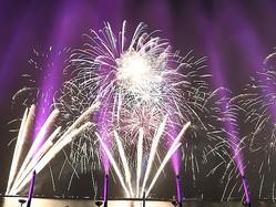 今年は噴水ショーが加わった「泉州光と音の夢花火」