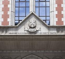 慶応大学が声明、学生の逮捕相次ぎ「信頼裏切る」