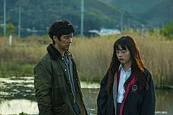 映画『風の電話』西島秀俊とモトーラ世理奈の場面写真
