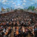 ドイツ・バイエルン州ミュンヘンで開かれたビールの祭典「オクトーバーフェスト」(2019年10月3日撮影、資料写真)。(c)Christof STACHE / AFP