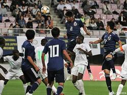 後半7分、U-16日本代表CB諏訪間幸成がヘディングシュートを決める