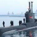 インドネシア・スラバヤの海軍基地に停泊中の潜水艦「KRIナンガラ402」。インドネシア軍提供(撮影日不明、2021年4月21日公開)。(c)AFP PHOTO / INDONESIA MILITARY