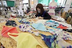 福島県二本松市の縫製会社「富樫縫製」では、水着用の生地を使用したマスクの製作が急ピッチで進められている=23日午後、福島県二本松市(川口良介撮影)