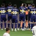 マラドーナの名前がプリントされたユニホームを着てプレーしたボカの選手たち。 (C) Getty Images