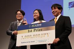 中央はCEOで創設者のONG SIEW HWA氏。日本ベンチャー学会賞も受賞