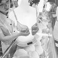 1978年、フロント・ホックのブラジャーが発売されるやいなや爆発的人気に(写真/共同通信社)
