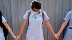香港、生徒の政治活動を禁止 歌や「人間の鎖」も