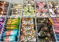 コンビニのアイス売り場。毎週のように新商品が入れ替わる=2021年6月
