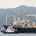 山口県の下関港を出港する捕鯨船=(共同=聯合ニュース)