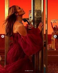 『Vanity Fair』誌の「ハリウッド特集」に登場したジェニファー・ロペス(画像は『Vanity Fair 2020年1月13日付Instagram「The 26th Vanity Fair Hollywood Issue is here.」』のスクリーンショット)