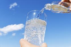 夏本番なのに「冷たい炭酸」危機?液炭・ドライアイスの需給不安膨らむ