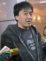 ソフトバンク・福田との交渉を終え、帰京した楽天・石井GMは羽田空港で報道陣に対応する。