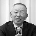 取締役に息子を充てる人事を発表する柳井氏(共同通信社)