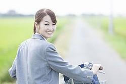 自転車産業振興協会の調査によると、日本では2018年の時点で66.3%の家庭で自転車を保有していたそうだ。最近はコロナ禍により、通勤・通学に自転車を利用するようになった人も多いことだろう。(イメージ写真提供:123RF)