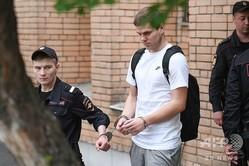 官僚への暴行などで禁錮刑に服し、17日に仮釈放されたサッカー元ロシア代表のアレクサンドル・ココーリン(中央、2019年5月8日撮影)。(c)Kirill KUDRYAVTSEV / AFP