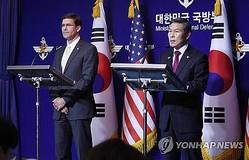 韓国の鄭景斗(チョン・ギョンドゥ)国防部長官(右)とエスパー米国防長官=(聯合ニュース)