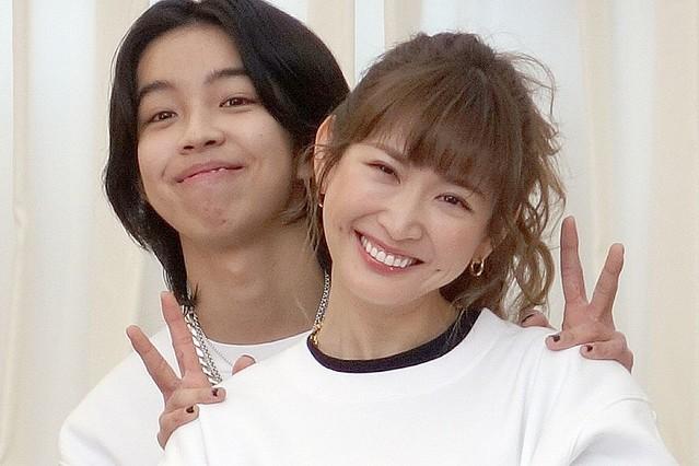 2021年3月に行われた復興支援プロジェクトで共演していた紗栄子とYOSHI(写真/産経ビジュアル)