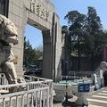写真は清華大学の正門(大紀元)