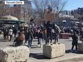 米国でアジア系住民へのヘイトクライム(憎悪犯罪)が多発する中、サンフランシシコで8日、80歳のアジア系男性が路上で少年2人に襲われて殴られる事件が発生した。写真はアジア系差別への抗議活動。