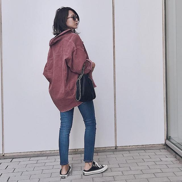0572e7bb62d46 SNSでとても話題のZARAのジャケットは、あえて1サイズ~2サイズ大きめを選ぶのが人気です。えりを抜いて羽織ればさらにトレンド感がアップ!カーキはメンズライクな  ...