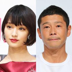 剛力彩芽(左)と前澤友作氏