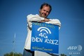 スイス・ジュネーブで行われた5G通信網に反対する抗議デモで「4Gで十分だ」と書かれたプラカードを持つ男性(2019年9月4日撮影)。(c)Fabrice COFFRINI / AFP