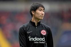EL本選出場をかけた大一番で、今季公式戦初となるアシストを記録した鎌田。フランクフルトの前線を牽引した。 (C) Getty Images