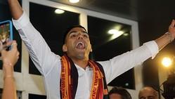 長友のガラタサライにファルカオ降臨!2.5万人が空港大集結で「アレ」をやる
