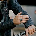 Levi'sとGoogleが共同開発 袖でスマホを操作できるジャケットが発売